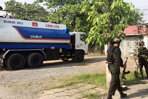 Cảnh sát bao vây bắt nhóm trộm xăng dầu