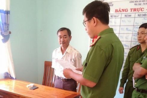 Cơ quan Công an đọc lệnh khởi tố, bắt tạm giam ông Chung để điều tra