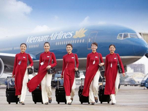 Đồng phục mới của tiếp viên Vietnam Airlines: Đột phá nhưng vẫn bị chê! ảnh 4
