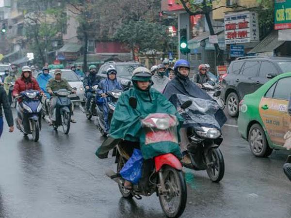 """Người Hà Nội """"phát ốm"""" vì mưa phùn kéo dài ảnh 1"""