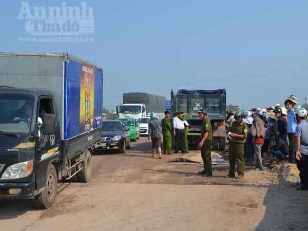Các phương tiện giao thông bị ách tắc kéo dài hàng km
