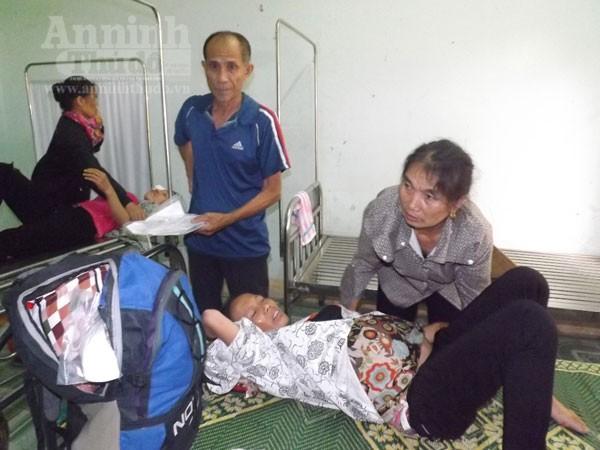 Chị Hồ Thị Đào ( mang bầu) đang nằm điều trị tại bệnh viện