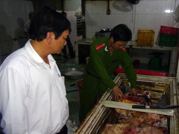 Phát hiện cơ sở thu mua, giết mổ lợn chết ảnh 1