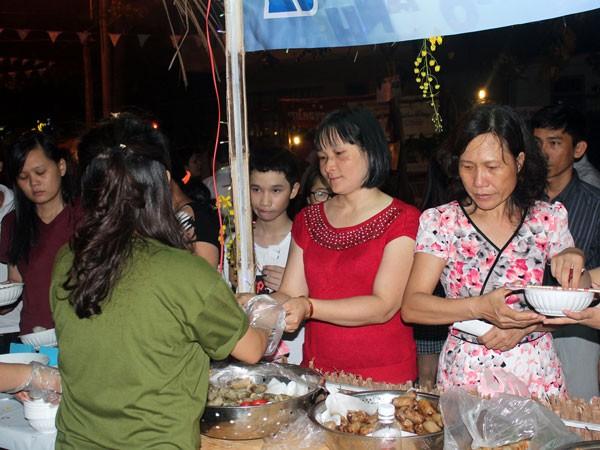 Tưng bừng phố đêm du lịch, ẩm thực mừng 30-4