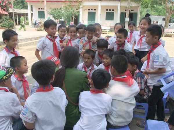Mang niềm vui đến với học sinh khó khăn, vươn lên trong học tập ảnh 2