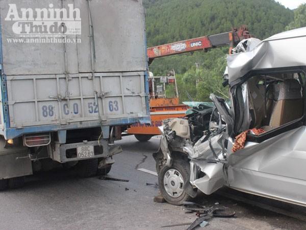 Hiện trường vụ tai nạn giao thông thảm khốc