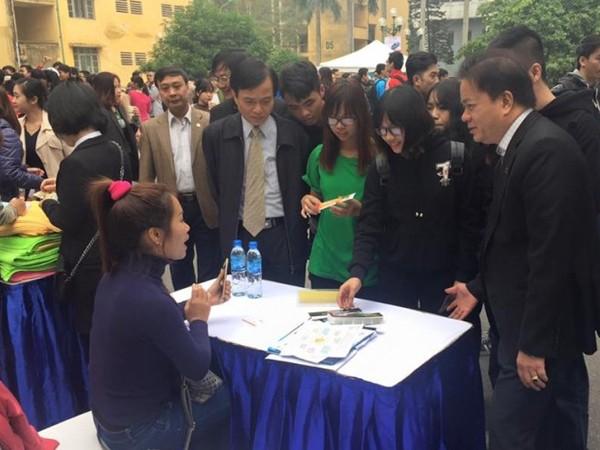 Hơn 1.000 sinh viên, người lao động tham gia ngày hội việc làm