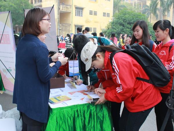Hơn 1.000 sinh viên, người lao động tham gia ngày hội việc làm ảnh 4