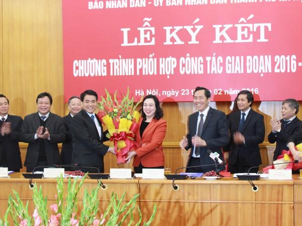 UBND TP Hà Nội và Báo Nhân dân ký kết chương trình phối hợp công tác ảnh 2