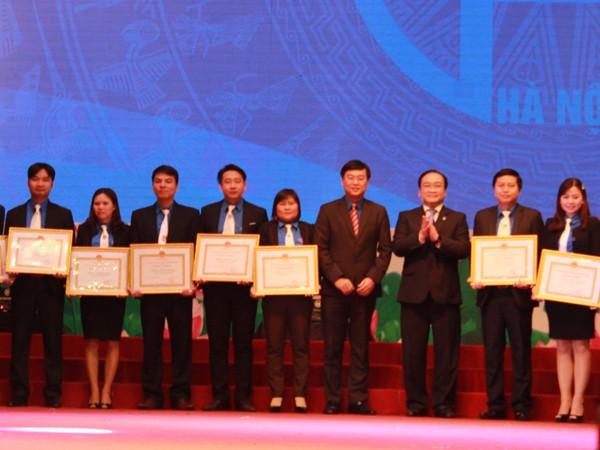 Bí thư Thành ủy Hà Nội Hoàng Trung Hải trao tặng Bằng khen cho 30 Bí thư đoàn xã, phường thị trấn có thành tích xuất sắc