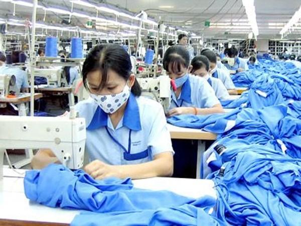 Nhiều lao động muốn làm thêm giờ để tăng thu nhập
