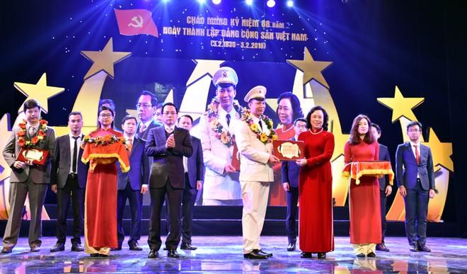 Đại úy Lê Thăng Bằng, Phó Đội trưởng Đội CSĐT tội phạm về ma túy, Công an quận Đống Đa là một trong 10 gương mặt trẻ được vinh danh