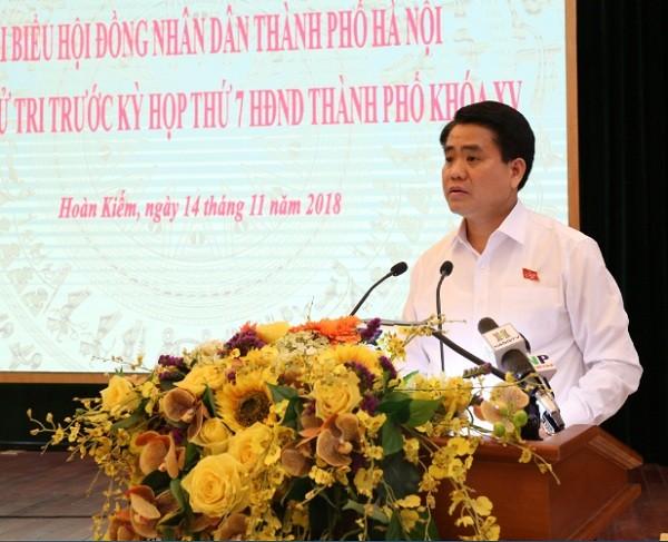 Chủ tịch UBND TP Nguyễn Đức Chung phát biểu tại buổi tiếp xúc cử tri