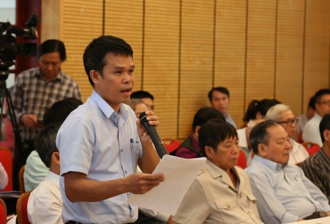 Cử tri quận Hoàn Kiếm nêu vấn đề tại cuộc tiếp xúc