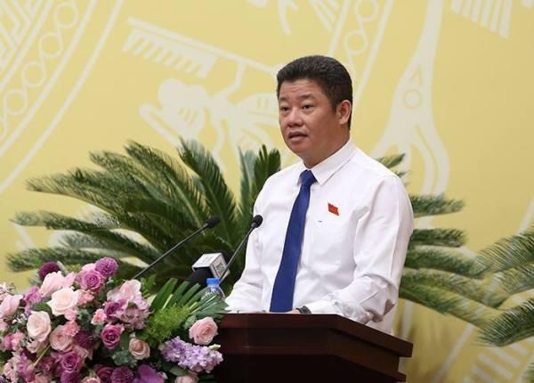 Giám đốc Sở KH&ĐT Hà Nội Nguyễn Mạnh Quyền trình bày nội dung tờ trình (Ảnh Phú Khánh)