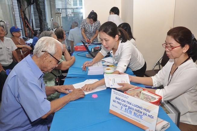 Việc chi trả lương hưu qua hệ thống bưu điện đã chứng minh được tính ưu việt, thuận tiện cho người hưởng