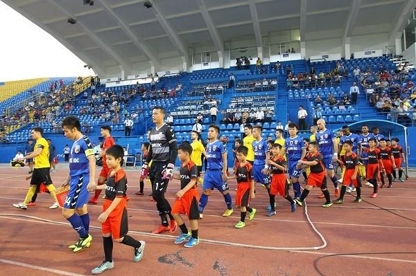 AFC Cup là giải đấu bóng đá thường niên được Liên đoàn bóng đá châu Á tổ chức bắt đầu từ năm 2004