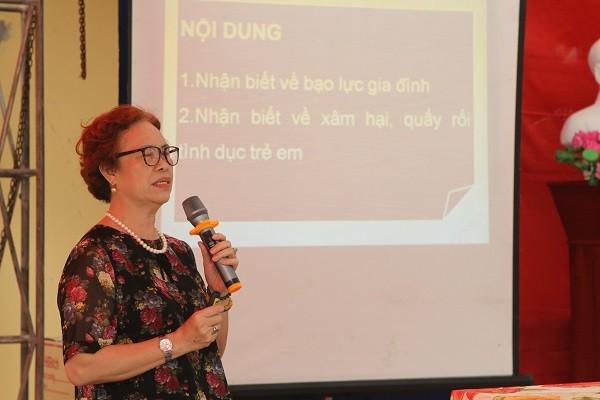 Bà Nguyễn Thị Thu Thủy, Phó Chủ tịch Thường trực Hội LHPN TP Hà Nội thông tin tại hội nghị
