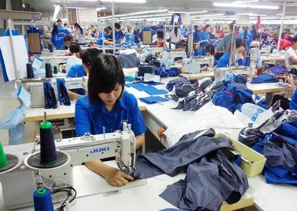 Dịch vụ cho thuê lại lao động diễn ra phổ biến tại các khu công nghiệp