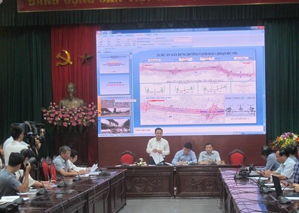 Phó Giám đốc Ban Quản lý dự án đầu tư xây dựng công trình dân dụng và công nghiệp TP Hà Nội Lê Văn Bính thông tin tại hội nghị