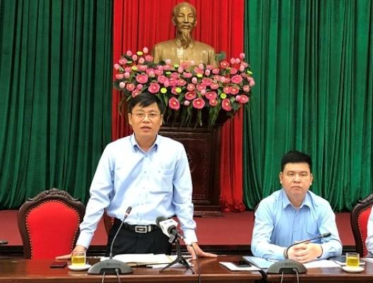 Phó Chủ tịch UBND huyện Thanh Trì Đặng Đức Quỳnh thông tin tại hội nghị