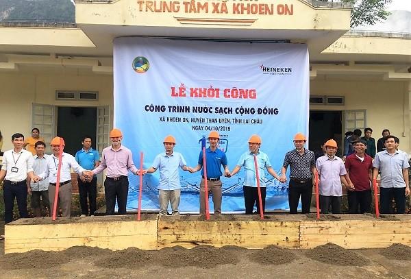 Đại diện chính quyền địa phương và Heineken Việt Nam khởi công xây dựng công trình nước sạch