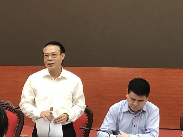 Phó Chủ tịch UBND huyện Gia Lâm Nguyễn Ngọc Thuần thông tin tại hội nghị