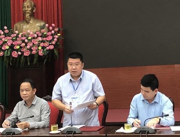 Phó Chủ tịch UBND quận Đống Đa Trịnh Hữu Tuấn thông tin tại hội nghị