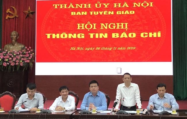 Phó Chủ tịch UBND huyện Mê Linh Hoàng Anh Tuấn thông tin tại hội nghị