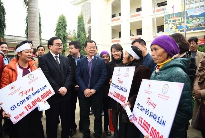 Bí thư Thành ủy Hà Nội Hoàng Trung Hải thăm hỏi, động viên các hộ dân có hoàn cảnh khó khăn dịp Tết Nguyên đán 2019