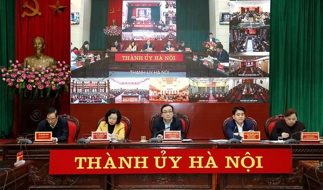 Bí thư Thành uỷ Hà Nội Hoàng Trung Hải và các đồng chí trong Thường trực Thành ủy chủ trì hội nghị