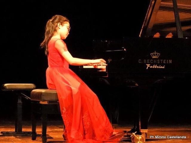 Lê Trang Linh (Khoa Piano Học Viện Âm nhạc Quốc gia Việt Nam) là một trong 10 gương mặt trẻ Thủ đô tiêu biểu năm 2019