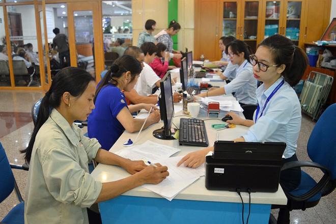 Người lao động làm thủ tục và hồ sơ hưởng bảo hiểm thất nghiệp