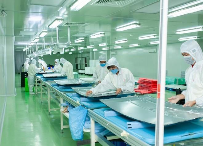 Công nhân đang làm việc trong dây chuyền sản xuất của Arirang tại nhà máy ở