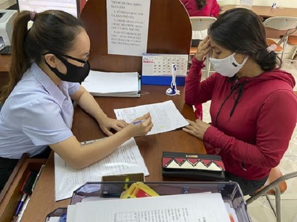 Người lao động làm thủ tục hưởng chế độ bảo hiểm thất nghiệp tại Trung tâm Dịch vụ việc làm