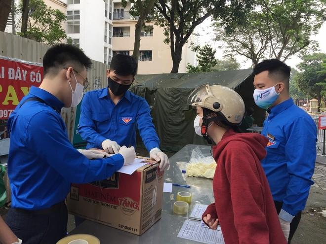 Thanh niên Thủ đô hỗ trợ tiếp nhận, vận chuyển đồ dùng thiết yếu giúp người đang trong diện cách ly