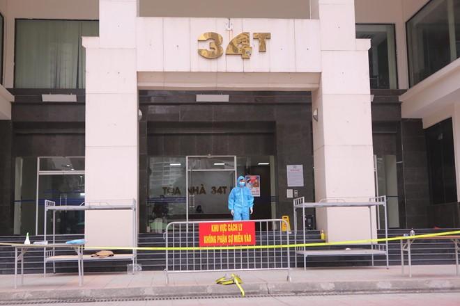 Chung cư 34T Hoàng Đạo Thúy (quận Cầu Giấy, Hà Nội) được thiết lập hàng rào hạn chế người ra, vào