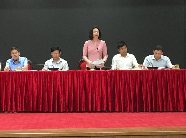 Giám đốc Sở Nội vụ Hà Nội Vũ Thu Hà thông tin tại hội nghị