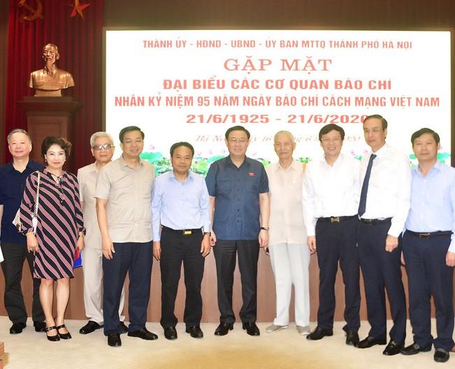 Bí thư Thành uỷ Vương Đình Huệ, lãnh đạo thành phố và các đại biểu cơ quan báo chí