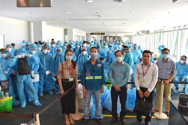 Hỗ trợ công dân trong quá trình làm thủ tục xuất cảnh tại Sân bay quốc tế Brunei
