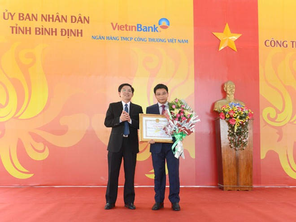 UBND tỉnh Bình Định tặng Bằng khen cho tập thể VietinBank