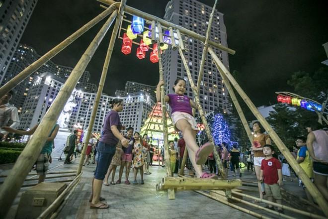 Lễ hội Trung thu 2015 dành cho cư dân Vinhomes đã tái hiện không gian truyền thống ý nghĩa đồng thời xây dựng một cộng đồng cư dân gắn kết, văn minh.