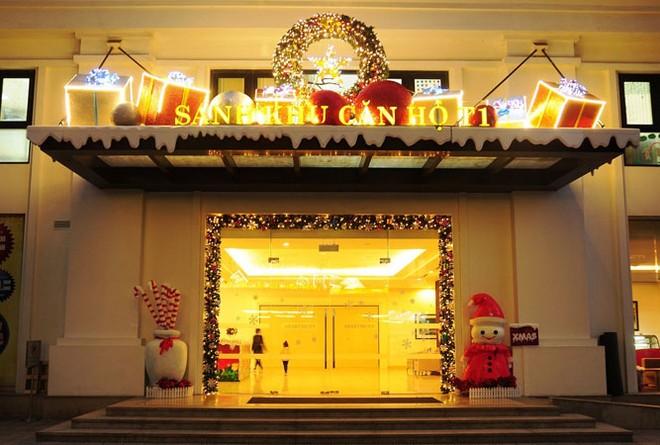 Sảnh các tòa căn hộ tại Times City được trang trí lộng lẫy đón Giáng sinh