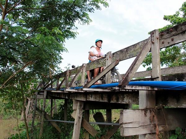 """Chương trình """"Nhịp cầu ước mơ"""" của Tập đoàn Number 1 (Tân Hiệp Phát) mỗi tháng sẽ thay thế một cây cầu thô sơ mất an toàn bằng một cây cầu thép dây văng kiên cố phục vụ nhu cầu đi lại cho người dân. Đến nay đã có 4 cây cầu thép do Tân Hiệp Phát tài trợ được khởi công xây dựng tại Tiền Giang, An Giang, Cần Thơ, Đồng Tháp."""