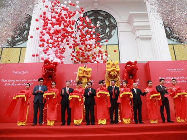 Nghi lễ cắt băng khánh thành Vincom Plaza Việt Trì