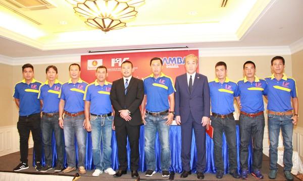 """""""Thỏa thuận hợp tác giữa PVF và Gamba Osaka là hành động thiết thực, khẳng định cam kết về chất lượng đào tạo của chúng tôi với học viên. Trong thời gian tới, PVF sẽ tiếp tục tăng cường hợp tác quốc tế, phát triển huấn luyện và xây dựng lối chơi phù hợp với thể hình, thể lực của người Việt Nam nhằm đạt tối đa 3 yếu tố: """"Kỹ thuật - Đa dạng - Hiệu quả"""". Ông Uenoyama và HLV Machinaka và Ban huấn luyện của PVF"""