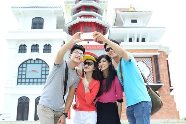 Đại sứ nhỏ nhất Làng trẻ SOS thế giới hát quốc ca Việt Nam tại Asia Park ảnh 2