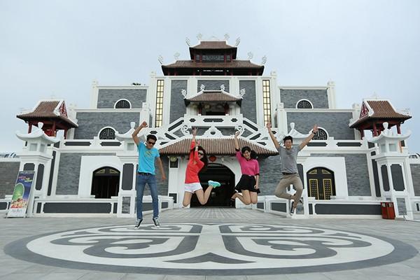 Đại sứ nhỏ nhất Làng trẻ SOS thế giới hát quốc ca Việt Nam tại Asia Park ảnh 3