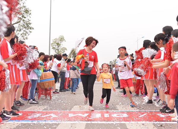 """Dàn sao """"đổ bộ"""" tới Edurun 2016, góp quỹ xây trường cho trẻ em nghèo"""