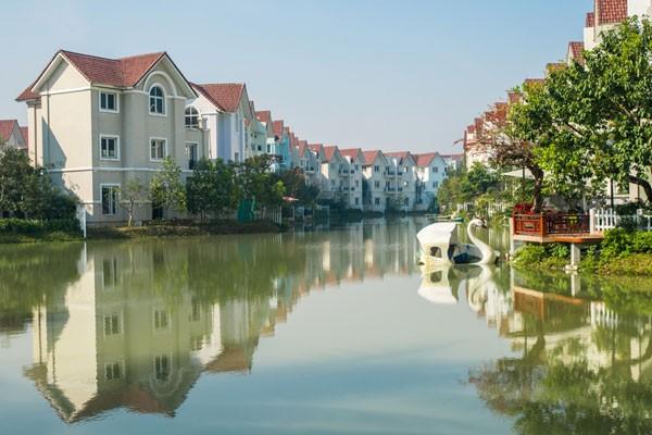 Các biệt thự quy hoạch với hệ thống kênh đào bao quanh tạo nên